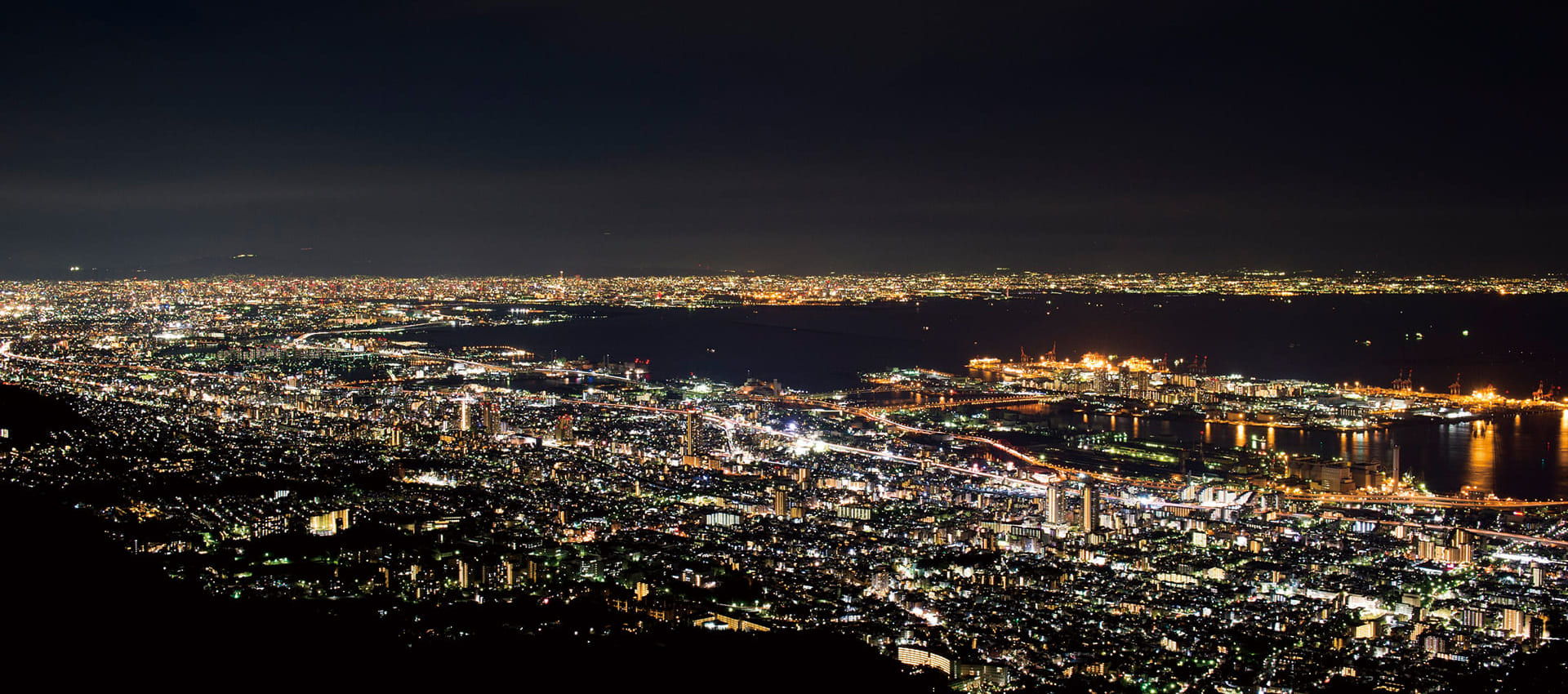 摩耶山掬星台上看到的炫耀的神户夜景,在眼前展现出来。